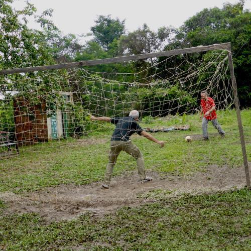 Giocando a calcio in Amazzonia