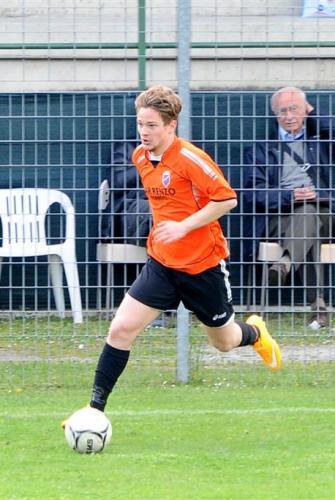 Luca gioca a calcio